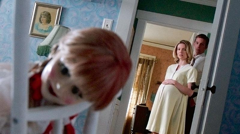 """若你是去年的惊悚大片《The Conjuring》的拥护者,必对让""""Warren""""夫妇的宝贝女儿""""Judy""""吓破胆的古董人偶娃娃""""Annabelle""""念念不忘⋯⋯"""