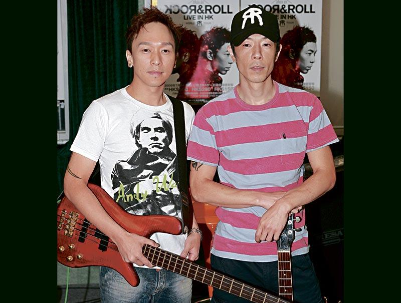 家强和阿Paul认识30多年,最后散band又不和,世荣近年在中国发展得有声有色,对于二人割席,世荣如局外人拒绝回应,Beyond已成了乐迷的追忆了。
