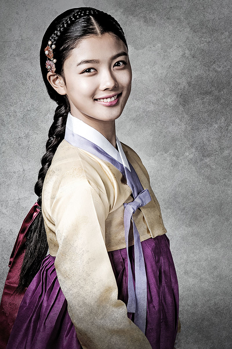 15岁金裕贞在新古装剧《秘密之门》中的俏丽造型。