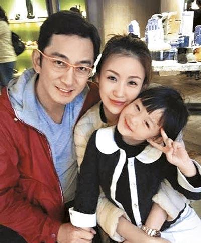 吴启华与长春姑娘石洋子结婚7年,育有6岁女吴熙儿,一家三口长时间分香港、北京、长春三地,关系渐见疏离。