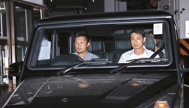 余文乐与沈嘉伟当天驾同款宾士越野车到场,这款车Chilam也有买入,一班车友喜好果然雷同。