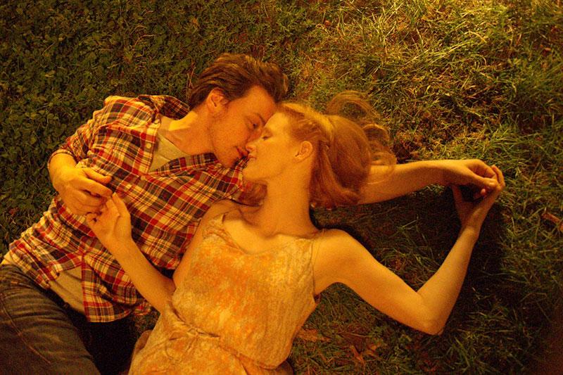 """男主角是白马王子 女主角对一起演对手戏的James McAvoy赞誉有加,直夸他:""""完全就是白马王子……因为他真的非常棒、很贴心、很有才华,是个完美男人。"""""""
