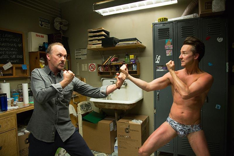 """幽默感 Edward Norton在片中的角色名字为""""Mike"""",与2012年的舞男电影《Magic Mike》不谋而合。导演还刻意安排他有穿着底裤""""勃起""""的画面,非常有技巧地穿插适当的幽默讽刺空隙。这类恰如其份的幽默感在片中层次不穷,保证会逗笑广大观众群。"""