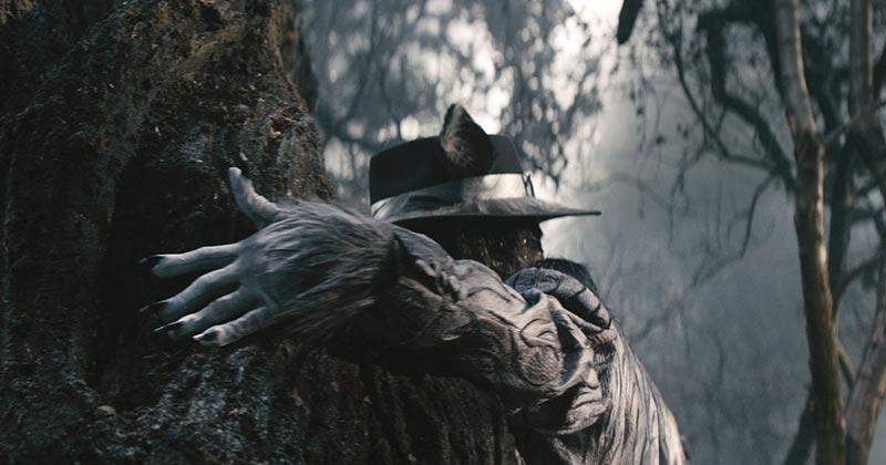 """大野狼 由Johnny Depp扮演的""""Wolf""""戏份不多,但绝对是片中亮点之一。"""