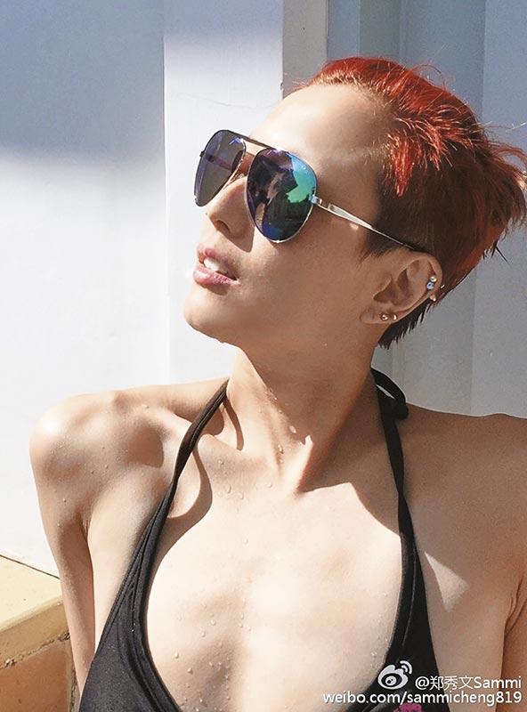 Sammi在普吉岛享受阳光与海滩,笑得relax又开心,网友还追问她是不是由安仔操刀拍摄!