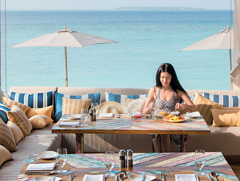 全岛有3间餐厅,找来澳洲名厨Luke Mangan监修,除了主餐厅Lonu外,这间位于泳池旁的Fish & Chips同样必试!