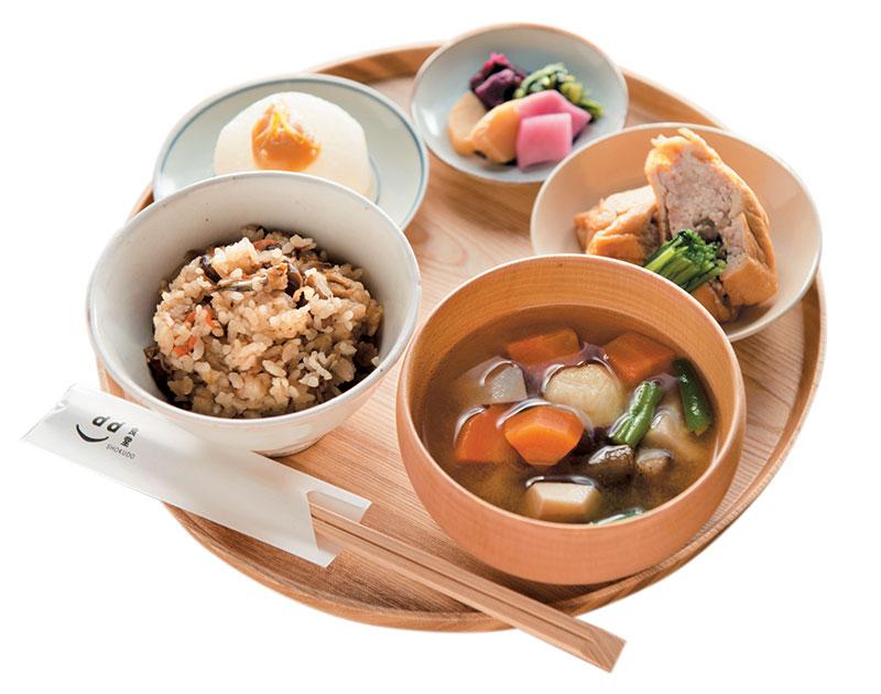 京都季节定食¥1,100利用当季食材于南瓜和各种冬季京野菜泡制的定食。
