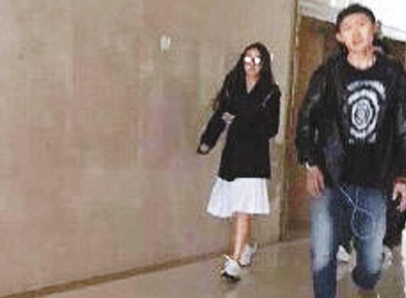 """5月27日 青岛注册 27日Baby与黄晓明被发现于青岛领结婚证,据知黄晓明选当天迎娶Baby是""""5.27""""寓意""""我爱妻""""。"""