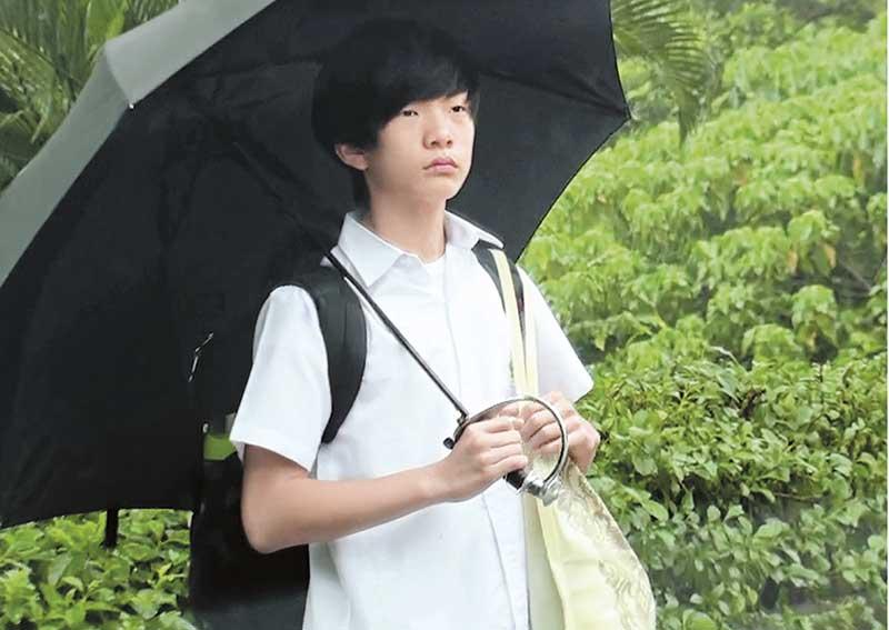13岁 钱颖德 儿子今年13岁,眼小小、齐荫头、皮肤白晰,钱小豪不下一次夸口大赞他像韩国男子。