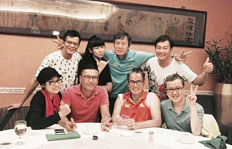 细心的三嫂一早相约好友张兆辉、黄日华及谭咏麟等人提早为三哥庆祝18日57岁生日,没想过当晚竟要挨骂。