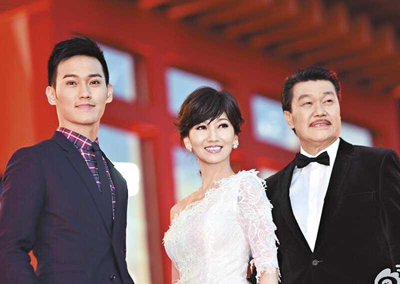 为孩子出山 赵雅芝和黄锦燊的儿子黄恺杰加入娱乐圈,有指为孩子铺路才应王晶之邀出山拍剧。