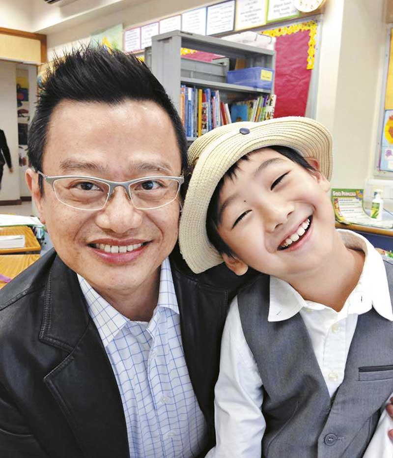 与罗霖分居后,刘坤铭变得十分低调,被前妻穷追猛打成贱男,他也甚少反驳澄清。社交网内他放了不少父子合照,图为幼子Jonathan。