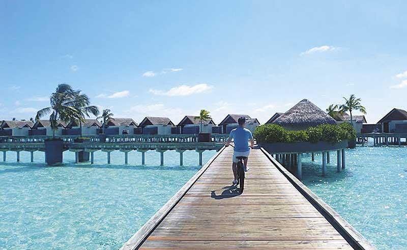 马国预支蜜月 胡杏儿曾透露很想去马尔代夫,今年5月中,Phil就带她到梦寐以求的地方度假,在独立水上屋过二人世界。