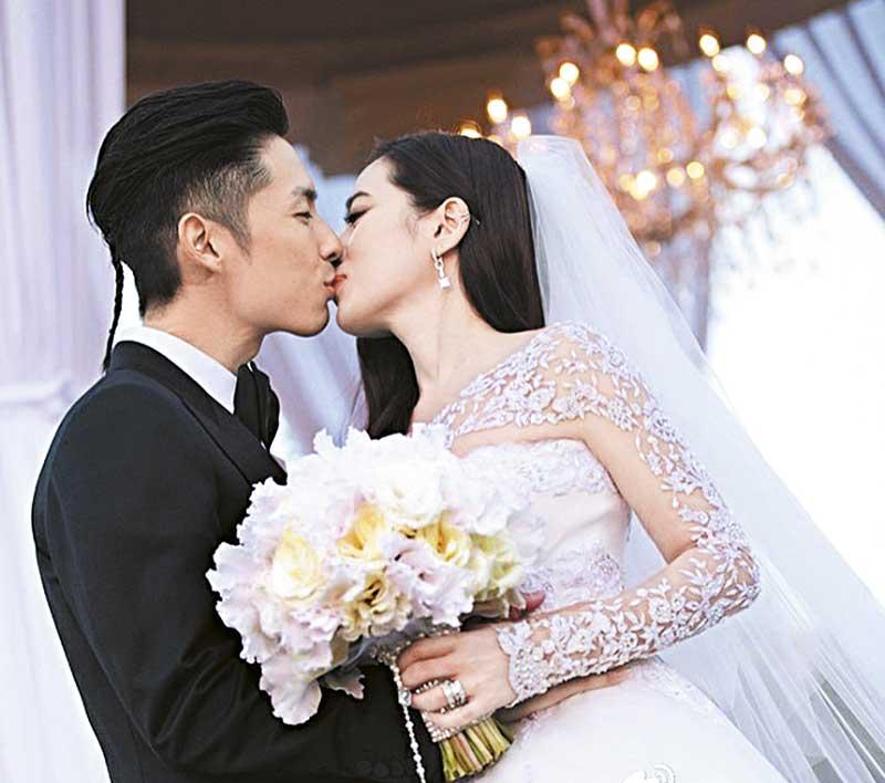 13年结婚 2013年11月,吴建豪与新加坡棕榈油百亿千金石贞善结婚,二人在美国洛杉矶举行豪华婚宴。