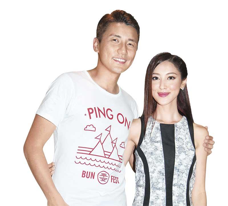 香肩任搭 上月《张》剧宣传首播,洪永城当众搭膊肌肤之亲宣示主权,陈凯琳也照单全收,足证两人已非拍档关系那么简单。