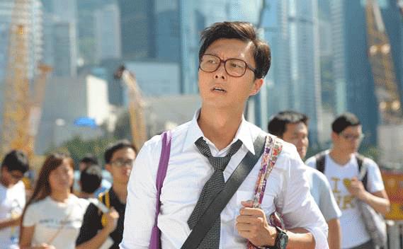 """王浩信凭《楼奴》入围《星和无线电视大奖2015》的""""我最爱TVB男主角""""、""""我最爱TVB电视男角色"""";此外也凭《再战明天》入围""""我最爱TVB男配角""""。《星和无线电视大奖2015》颁奖典礼将于10月24日(星期六)在Grand Theatre at Marina Bay Sands举行,购票详情:SISTIC/marinabaysands.com/ticketing。"""