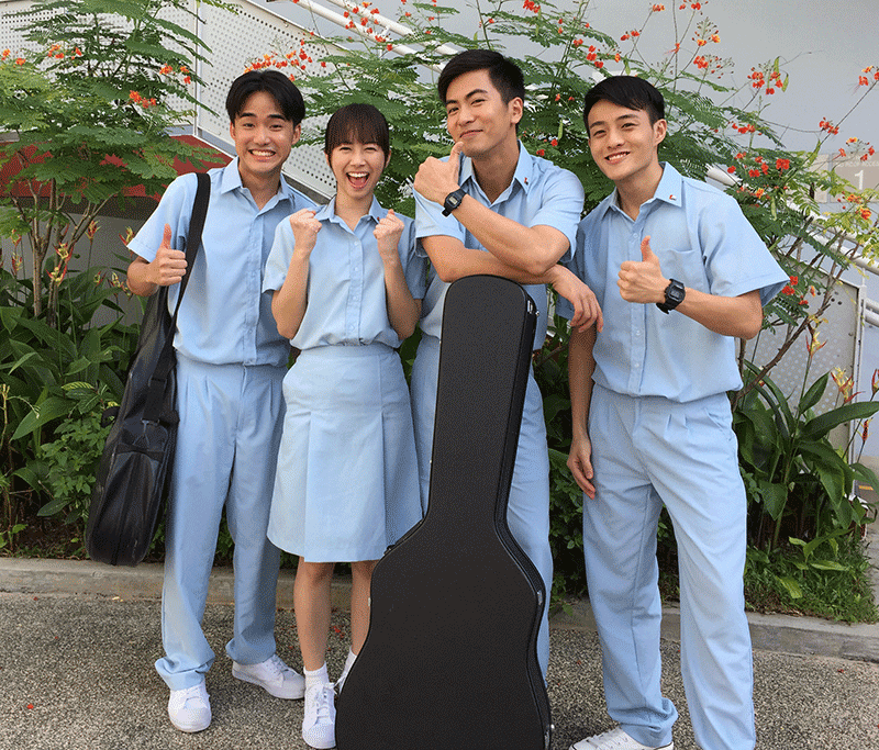 黄超群(左起)、罗美仪、徐彬、张家奇,在《起飞》扮演80年代后期热爱新谣的高中生。