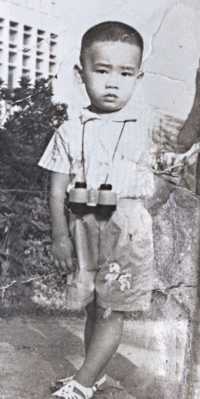 3岁小春 应采儿是圈中出名的美女,偏偏儿子100%遗传了陈小春的外貌,与3岁时的陈小春完全一模一样。