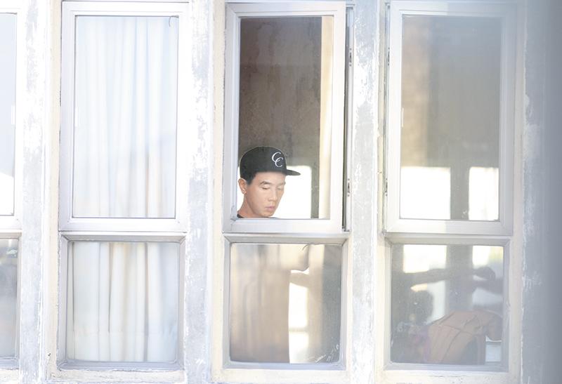 九龙城排舞 陈小春近年在中国非常受欢迎,经常中港两边走,日前《东方新地》记者见他到九龙城排舞室练舞,之后乘友人车离开。
