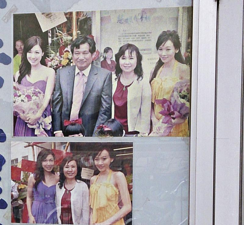 当天陈凯琳欲拜访高人,其风水公司位于一条窄巷内,店内外贴满高人郑张妙珊跟港姐高海宁、李施嬅、杨思琦等合照。