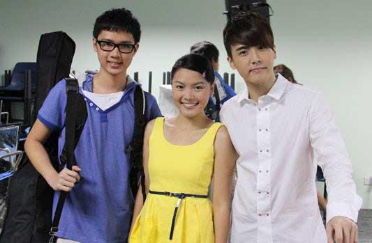 陈一熙(左)曾在2012年参与网络偶像剧《i.Rock》的演出,中为阮诗凯、右为何维健。