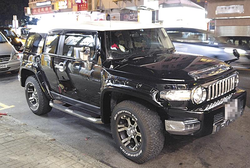 40万 Toyota Fj cruiser 12月3日,陈展鹏将新车驾到旺角染布房街的车房大整修。
