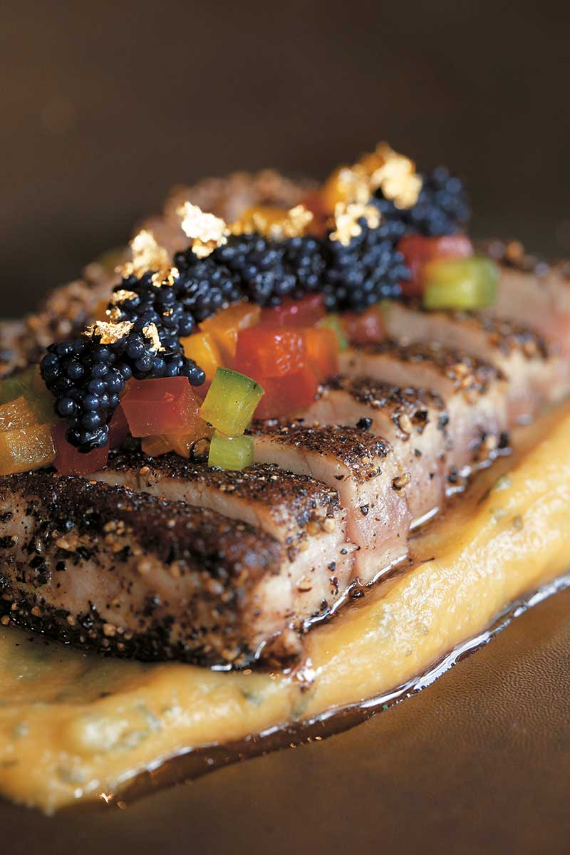 Kyoto Saikyo Miso Chutoro THB 1,100 由擅长日菜的Chef Boontham设计,蓝鳍鲔鱼腩用黑椒煎香,入口肥美,垫底的昆布蓉才是精粹,青芥辣微微的攻鼻味道,整道菜变得开胃。