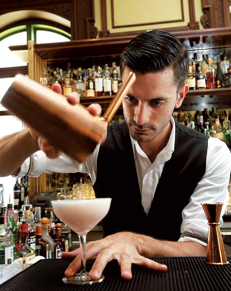 年纪轻轻的Michele有8年调酒经验,曾在曼谷著名酒吧J. Boroski工作,擅于创作特色鸡尾酒。为女士而设的Diva,红粉浪漫,未饮已醉。