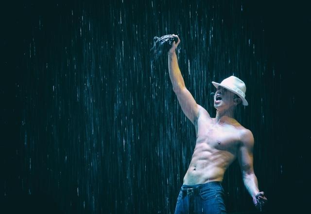 Rain香港开唱,大秀肌肉。(互联网)