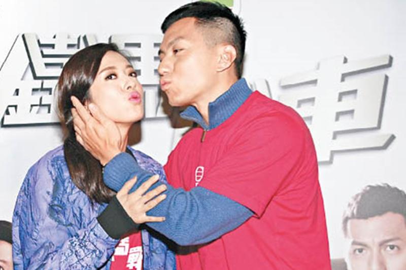 唐诗咏和袁伟豪出席无线剧集《铁马战车》的宣传。(互联网)