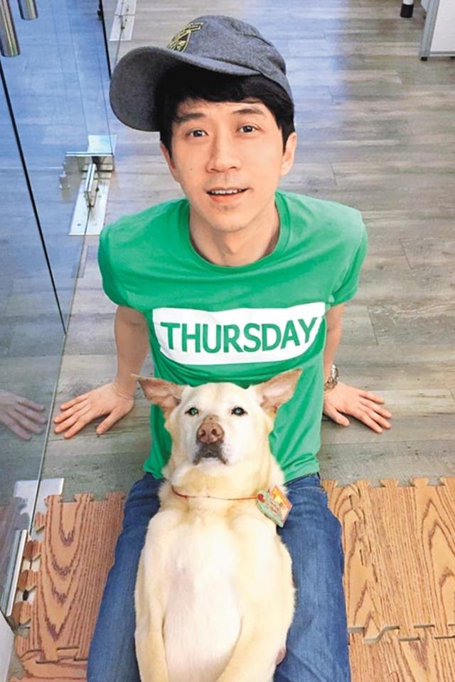 光良今年为了爱犬的复健,将独自留在台北过年。(互联网)