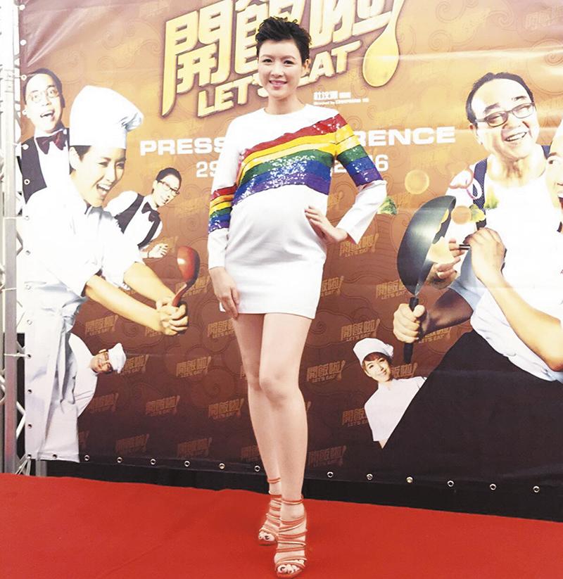 日前陈茵媺怀这巨肚飞马来西亚为新戏宣传,还穿4吋高跟鞋,期间曾累到要回酒店休息。