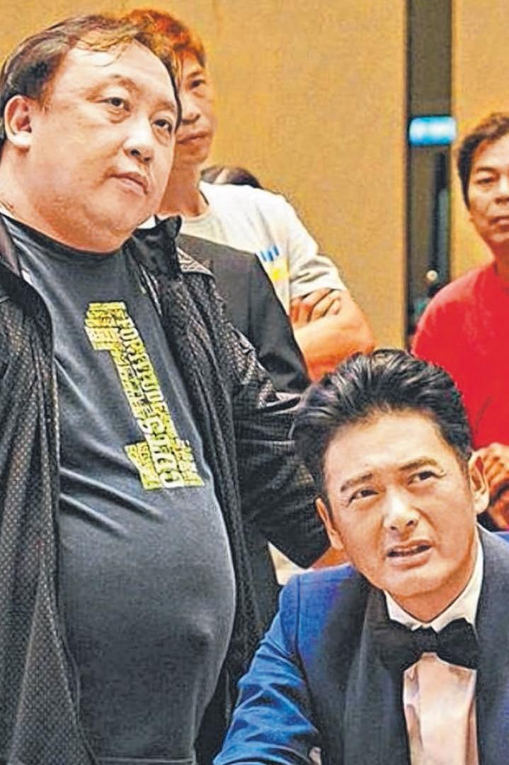 王晶和发哥在《赌城风云III》片场。(互联网)