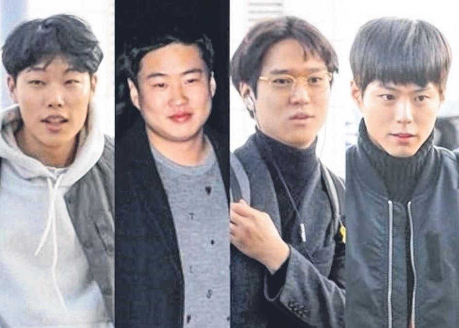 《花样青春》纳米比亚篇由柳俊烈(左起)、安宰洪、高庚杓和朴宝剑坐镇。(互联网)