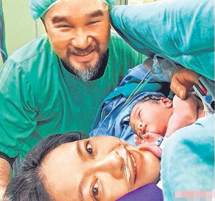刘真和辛龙添了一个女宝宝霓霓。(互联网)