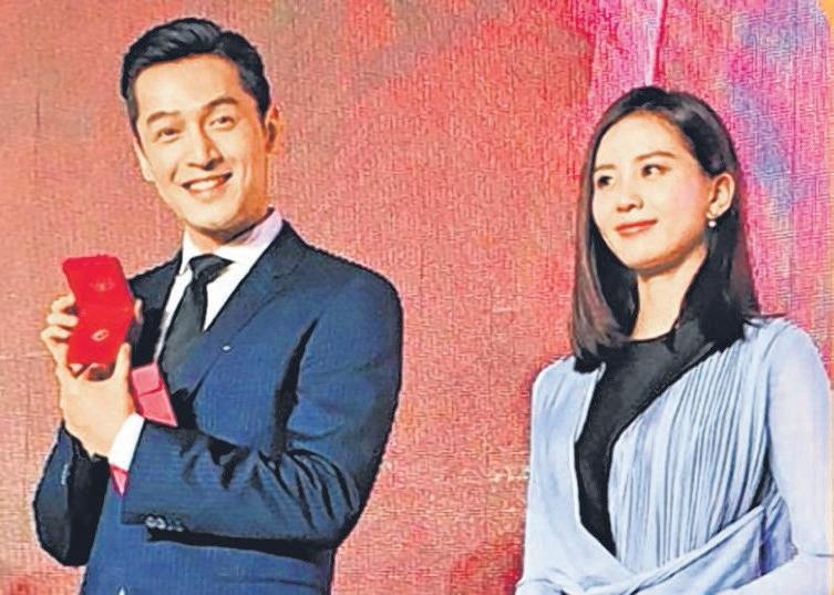 胡歌与刘诗诗到台湾出席经纪公司的活动。(互联网)