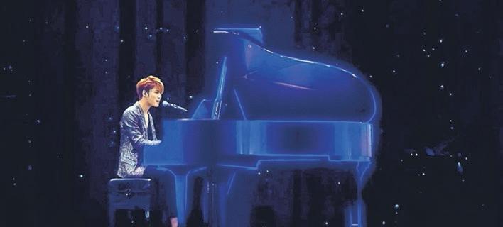 金在中举办3D立体演唱会,吸引1万5000人到场观赏。(互联网)