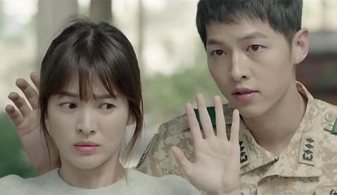 宋慧乔(左)和宋仲基在剧中谱姐弟恋。(互联网)