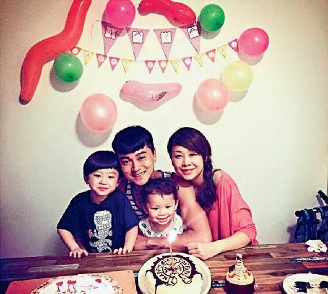 黄浩然+莫家嘉(形象指导) 2005年12月1日结婚,妻子是在他拍摄《新扎师妹》时认识,拍拖4年后结为夫妇,两个儿子分别5岁、3岁。