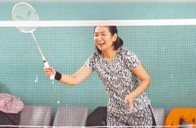 Selina开心打球。(互联网)