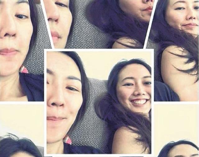 孙燕姿与妹妹的素颜照,几乎一样的容貌,立刻引起网友关注。(互联网)