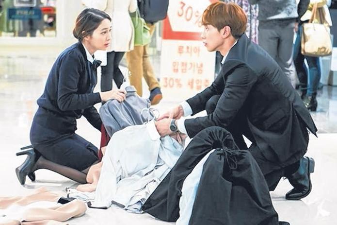 李珉廷(左)赞Rain在无论荧幕上或私底下都有巨大的魅力。(ONE频道提供)