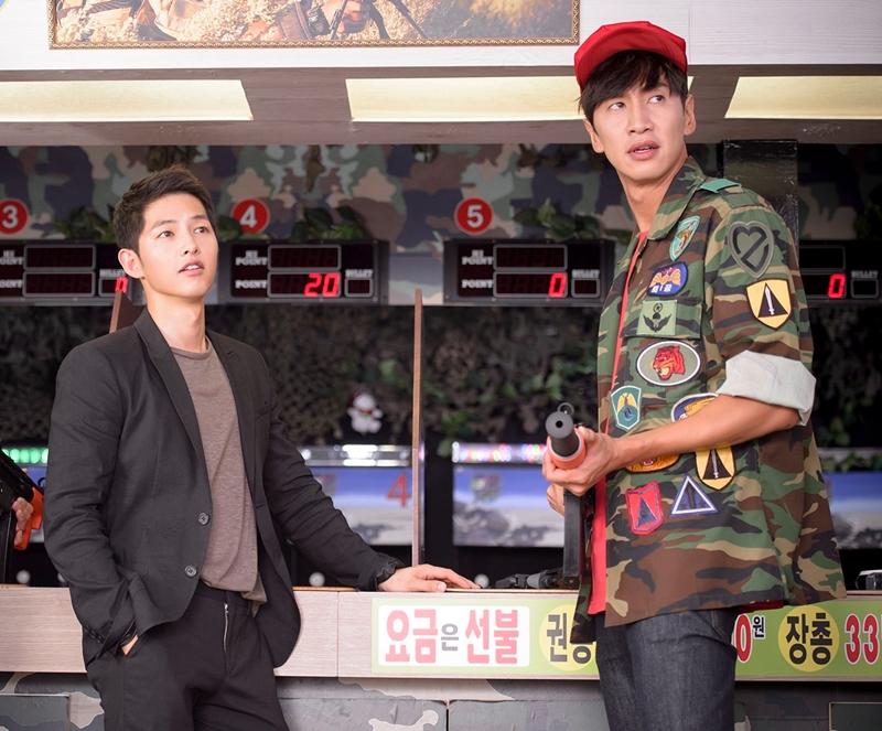 李光洙(右)与宋仲基是至亲好友。(互联网)