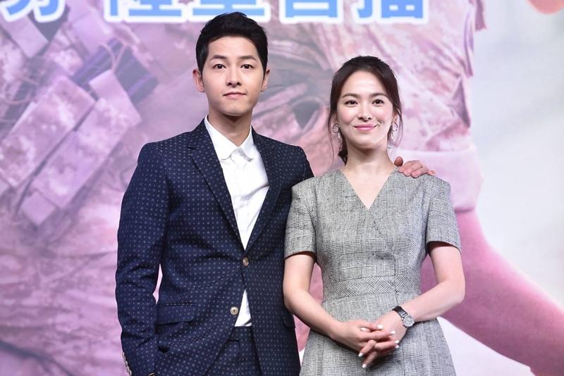 宋仲基和宋慧乔出席在香港举行的ViuTV开台剧《太阳的后裔》记者会。(ViuTV)