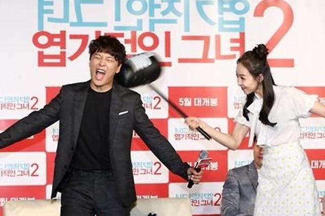 """车太铉(左)赞宋茜""""拥有不输给全智贤的魅力""""。(互联网)"""