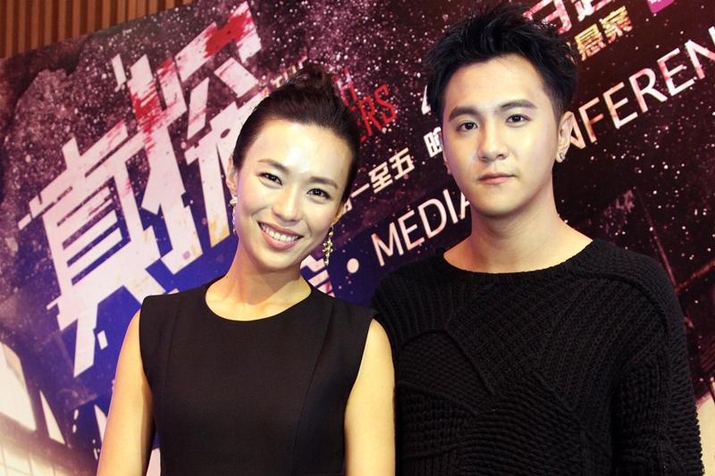 方伟杰(右)和林慧玲传姐弟恋。(庄耿闻摄)