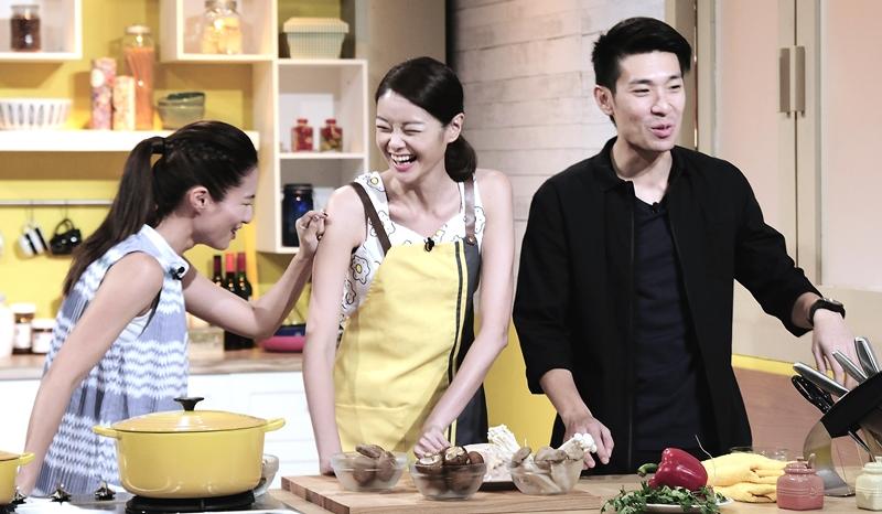 沈惠怡声称对西餐不熟,还说自己不是洋派,只是常讲英语而已!她表示喜欢吃中餐,尤其是阿嬷的肉羹米粉汤。