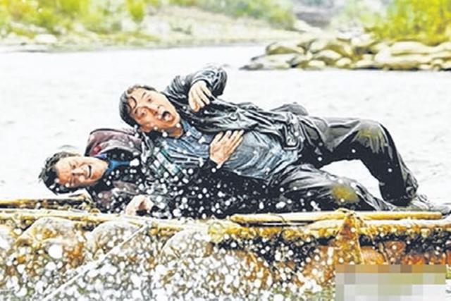成龙在发布会上自爆在广西落水差点丧命。(互联网)