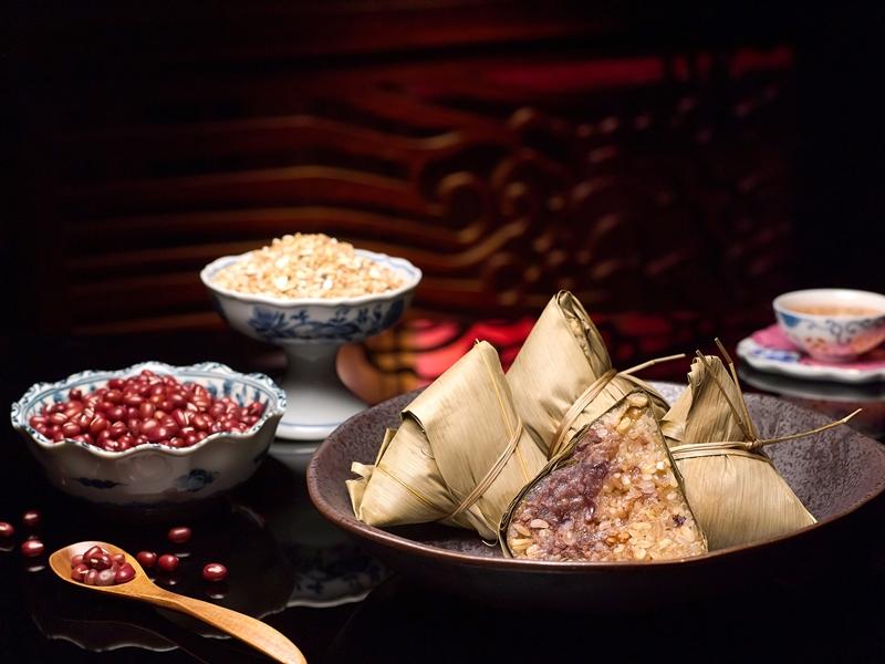 清香五谷红豆粽是注重健康人士与素食者的甜粽佳选。