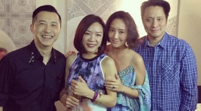 哈林(左起)陪女友张嘉欣和关颖、朱志威夫妻聚会。(互联网)